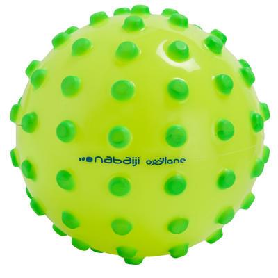 כדור צהוב ניאון עם כפתורי קצף ירוקים