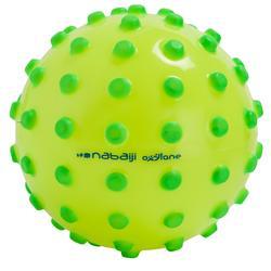 Petit ballon d'éveil aquatique FUNNY BALL jaune avec picots verts