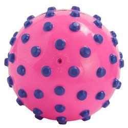 Pelota pequeña acuática para bebé rosa puntos violetas