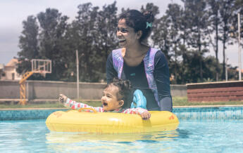 Swimming and Child development - From birth to 6 months