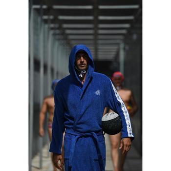 Katoenen herenbadjas waterpolo 500 met capuchon, zakken en bindceintuur blauw