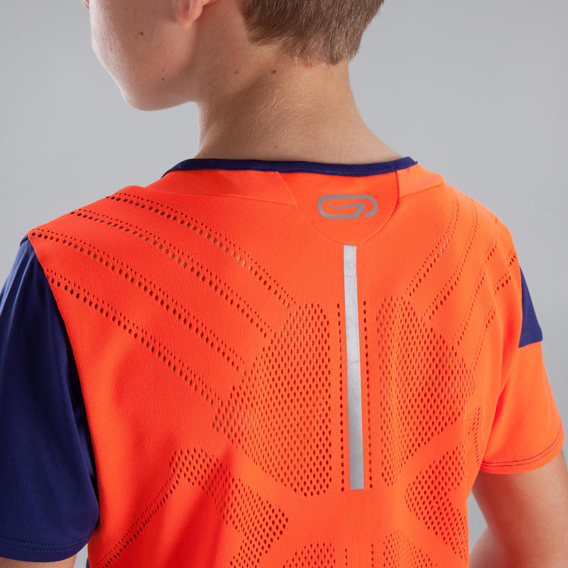 เสื้อยืดใส่เล่นกรีฑาสำหรับเด็กรุ่น Kiprun (สีน้ำเงิน/แดงนีออน)