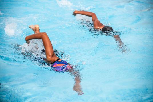 glide in water