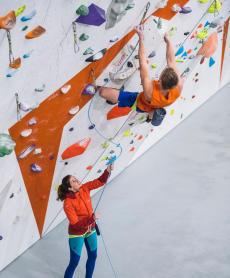 como-escolher-um-arnês-baudrier-escalada-alpinismo-subir-à-frente