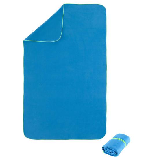 Zeer compacte microvezelhanddoek babyblauw maat XL 110 x 175 cm - 156902