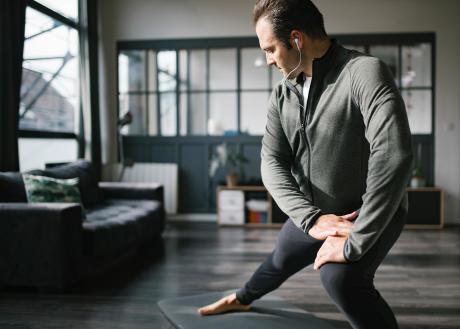 reprendre le sport après 50 ans étirement adducteur