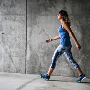 se muscler les fesses et jambes avec marche sportive