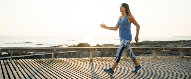 Marche sportive : le sport idéal pour muscler les cuisses et ...