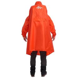 Regenponcho voor trekking FORCLAZ 75 l maat S/M rood