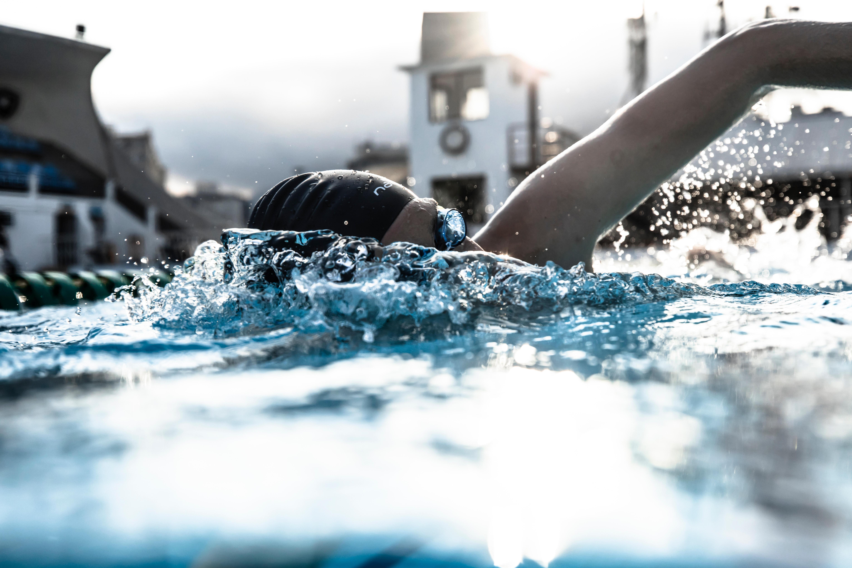 31daa3ca087 Gafas de natación 900 Suecas Negro Azul cristales claros - Decathlon