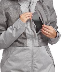 Chaqueta trekking TRAVEL 100 compacta mujer gris
