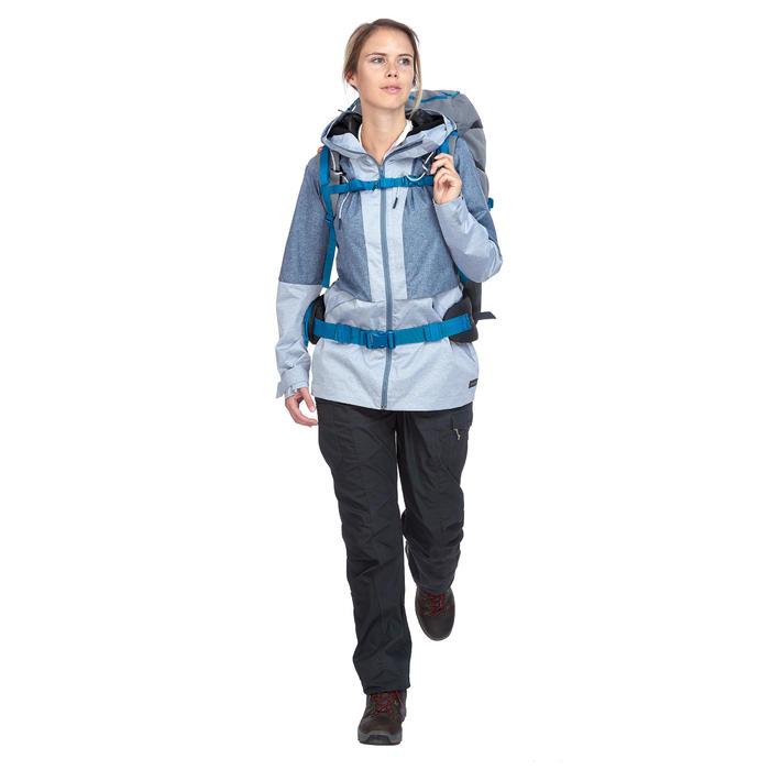 Chaqueta trekking TRAVEL 100 compacta mujer azul