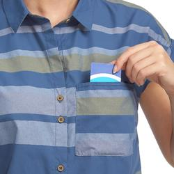 Camisa manga corta trekking TRAVEL 100 fresh mujer a rayas azul
