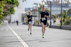 tips-nieuwjaar-3-sportieve-voornemens-die-je-nooit-zal-nakomen-lopen-koppel