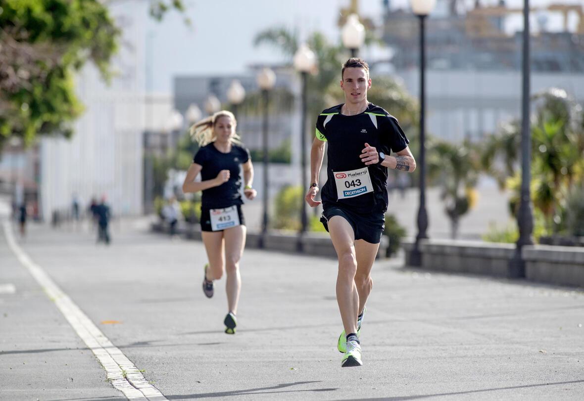 tips-running-women-don't-run-as-fast-as men-couple
