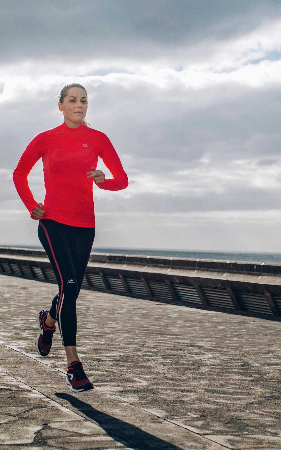conseils-nouvelle-année-3-engagements-sportifs-que-vous-ne-tiendrez-jamais-running-marathon-femme-mer