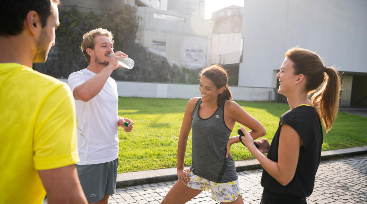 tips-running-women-don't-run-as-fast-as men-group-men-women