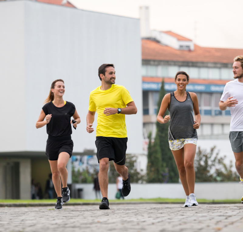 tips-running-women-don't-run-as-fast-as men-quator-men-women-city