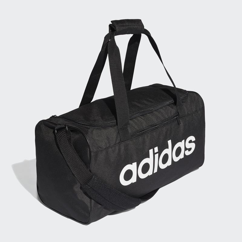 Crna i bela torba za fitnes