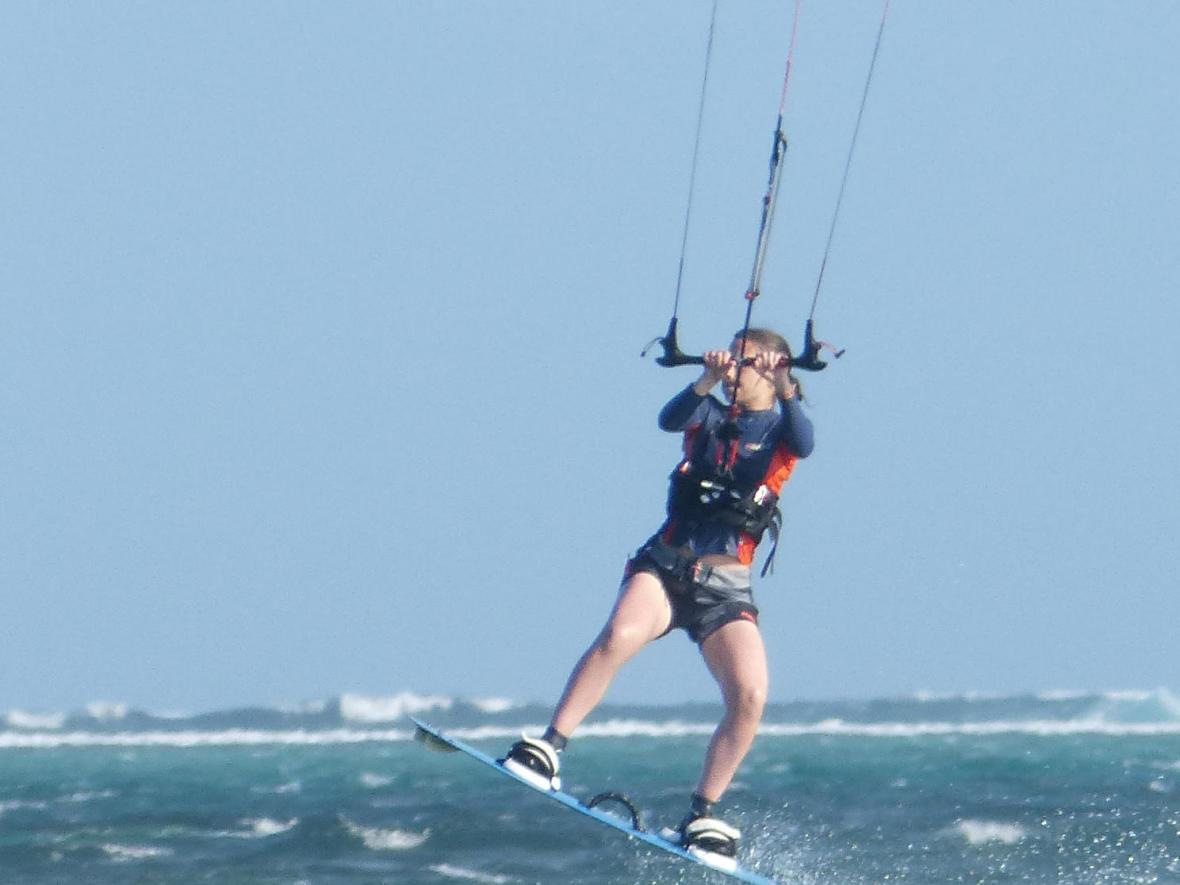anna teste le kitesurf