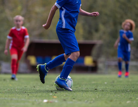 comment choisir des chaussures de football pour enfant