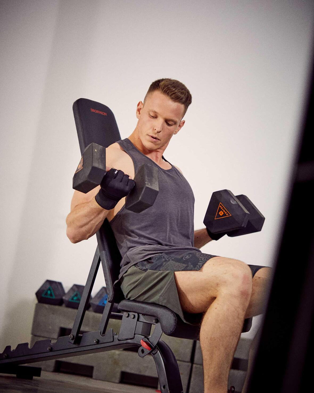 conseils-nouvelle-année-3-engagements-sportifs-que-vous-ne-tiendrez-jamais-musculation-homme-banc-domyos