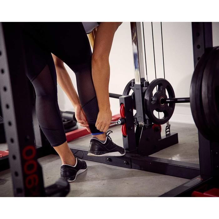 Fußmanschette Krafttraining mit geführten Gewichten