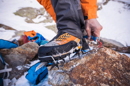 Single-point mountaineering crampons - MoNOCEROS SPEED