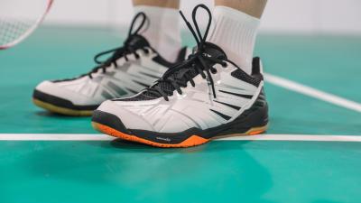 comment_choisir_une_paire_de_chaussues_badminton.jpg