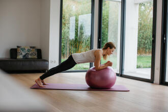 8 EXERCISES WITH A GYM BALL