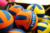 V100 Soft Volleyball for 10-14 Year-Olds 230-250 g - Orange/Blue