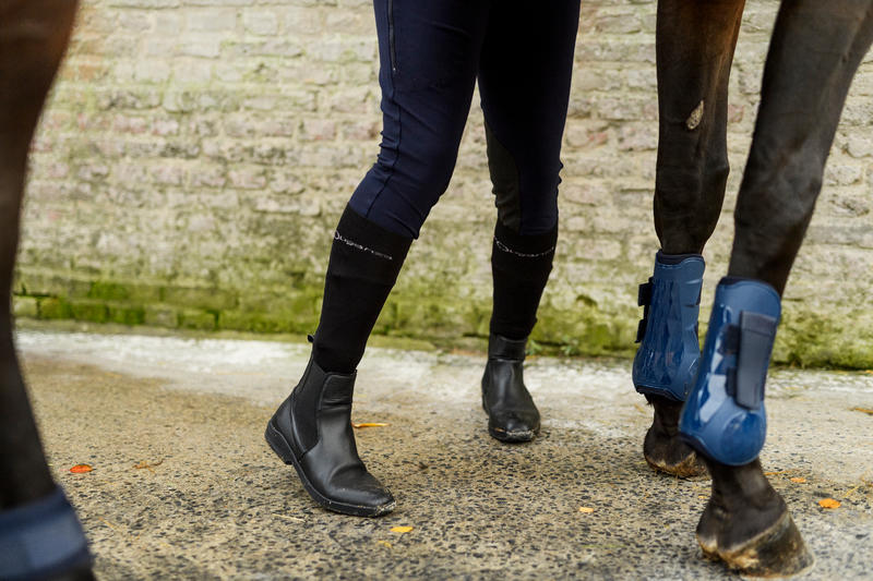 รองเท้าบูตผู้ใหญ่ทำจากหนังสำหรับขี่ม้ารุ่น 560 (สีดำ)