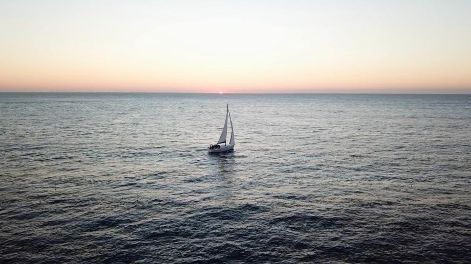 Notre bateau au large durant ma première croisière