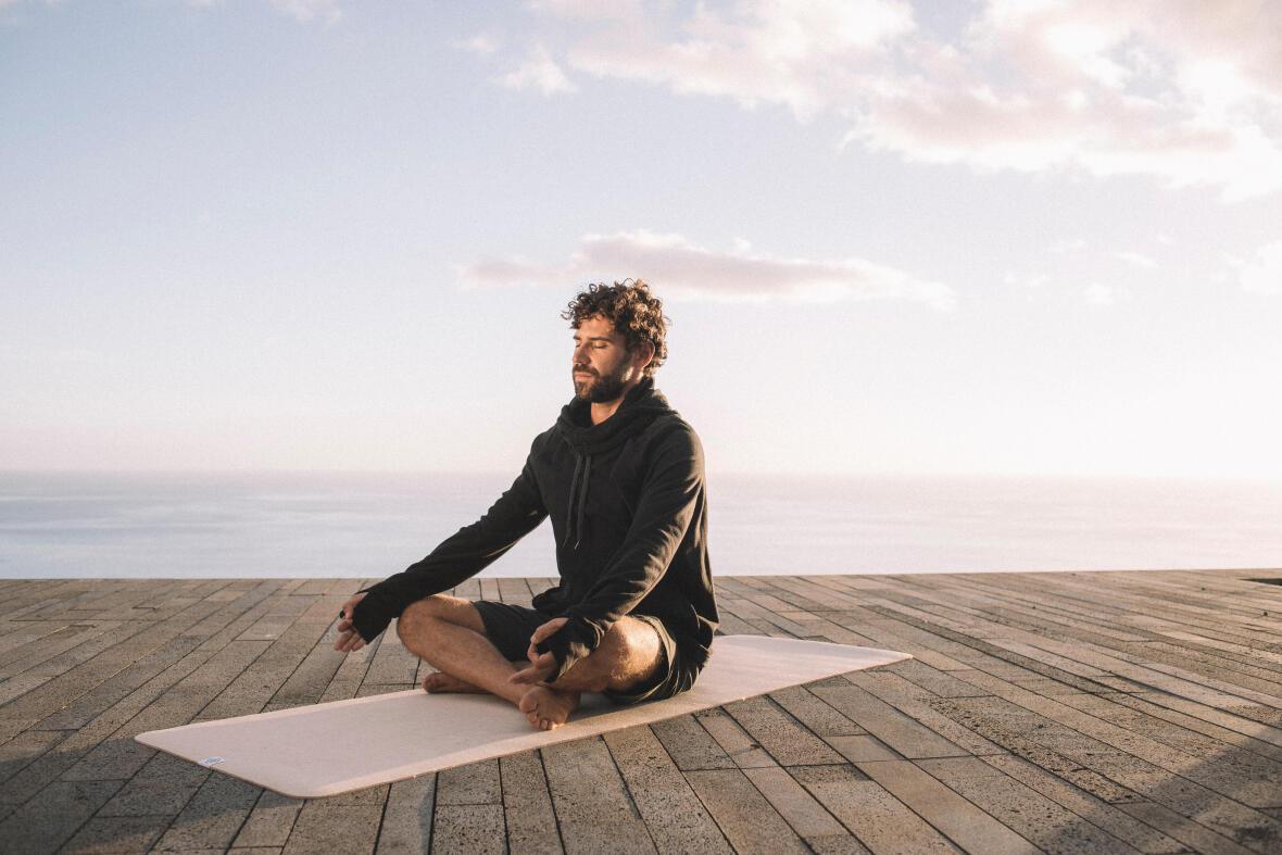 Yoga med slutna ögon