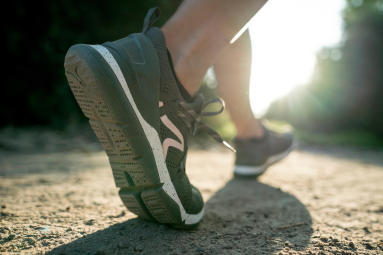 chaussure de marche sportive grise pour femme