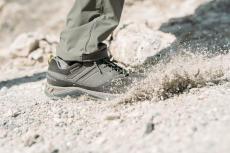chaussures-de-randonnee-impermeable-montagne