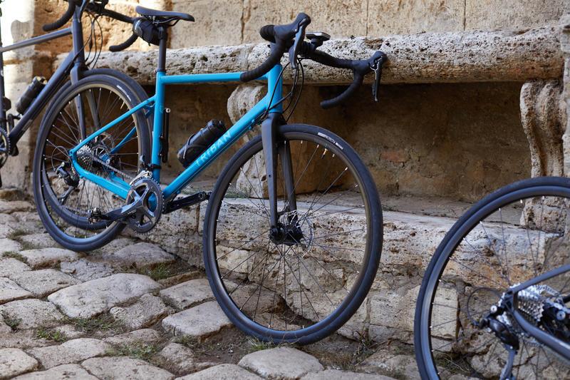 จักรยานเสือหมอบพร้อมชุดขับเคลื่อน SORA รุ่น RC 500 (สีฟ้า Turquoise)