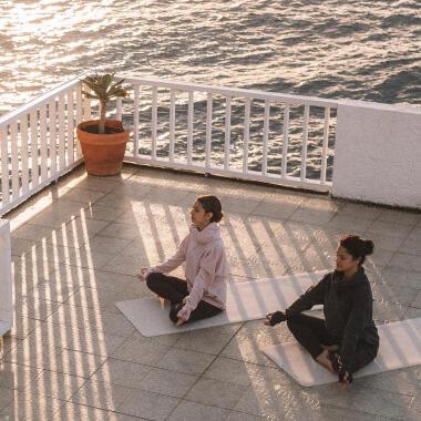 Bau den Stress mit Yoga ab Header
