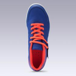Zaalvoetbalschoenen kind CLR 500 met klittenband blauw/oranje