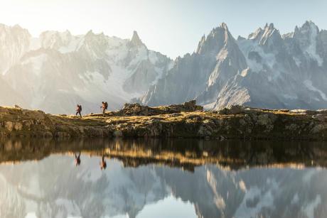 s'émerveiller de la nature lors d'un trek