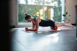 健身 | 怎樣使按摩滾筒, 按摩球及按摩棒於運動後恢復?