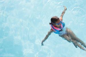 inscrire-son-enfant-en-eveil-aquatique
