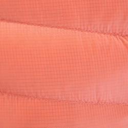 Chaqueta acolchada de plumón Alpinismo Mujer - ALPINISM LIGHT Coral