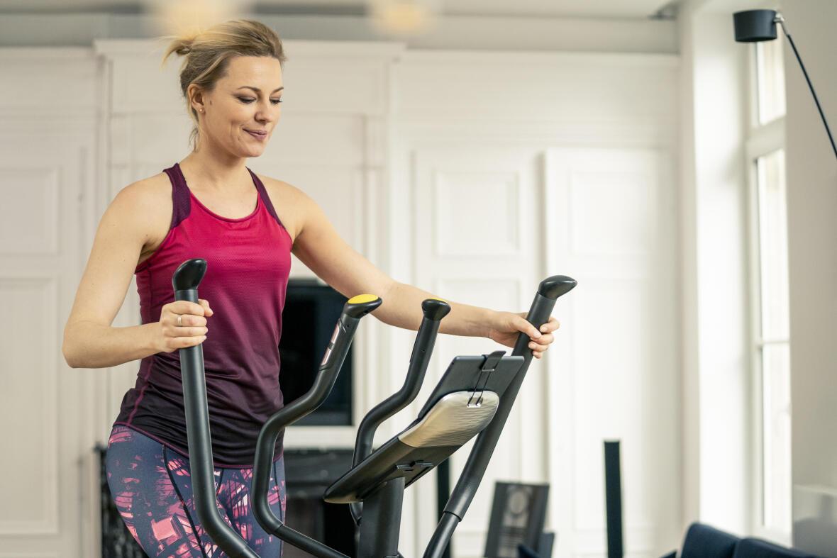 dossier-perdre-du-poids-calculer-votre-poids-idéal-vélo-elliptique-femme
