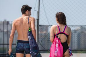 Hérnia, escoliose, artrose: como praticar natação?