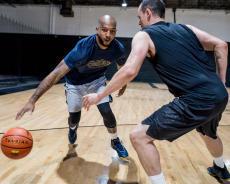 籃球靈敏的防守