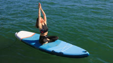 faire-du-yoga-sur-un-stand-up-paddle
