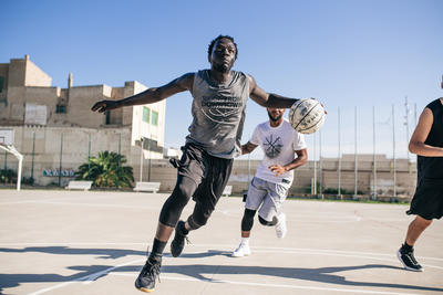 Ballon de basket BT500 T7 Camo Blanc garçon et homme à partir de 13 ans.