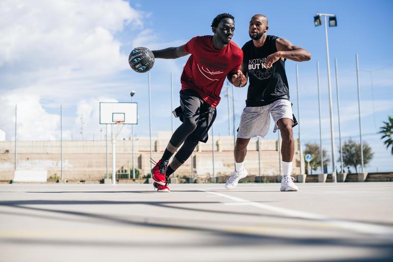 Balón de basketball adulto R500 talla 7 graffiti. Antipinchazos y muy adherente