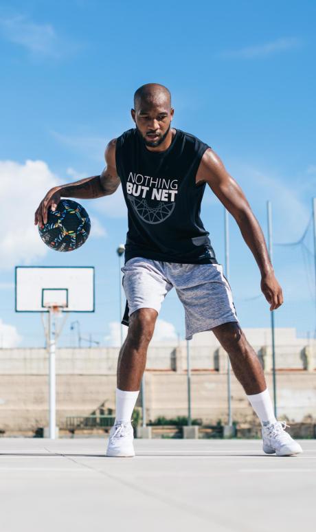 entraînement-dribble-exercices-ballon-basketball-homme